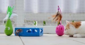 TRIXIE Katzenspielzeug Steh-Auf-Frosch | Steh-Auf-Ei | Turning Feather